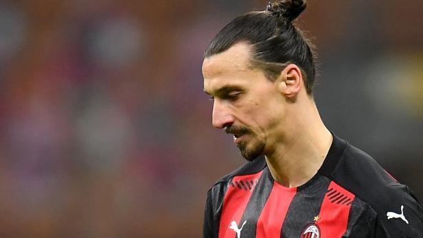 Fußball: Milan bleibt nach dem 0:3 gegen Atalanta Bergamo voran